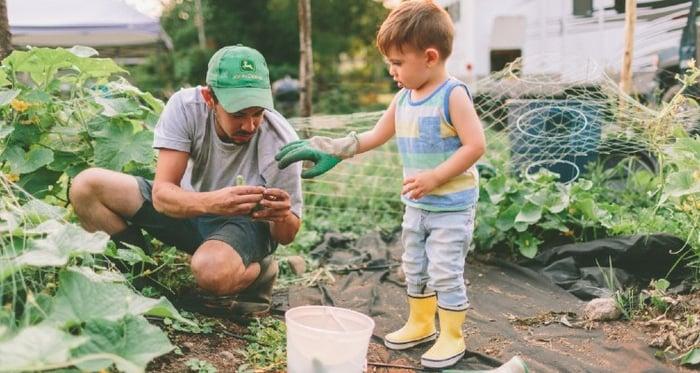 farm-child-gardening-boy-toddler-father-dad-farmer-farming-uncle_t20_Xz0Ozl (1)