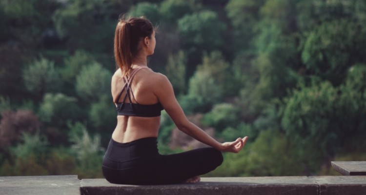 healthy-lifestyle-yoga-meditation-wellness-doing-yoga-yoga-position-outdoors-yoga-nature-yoga_t20_no3VBg (1)