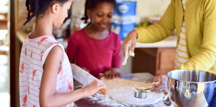 how-to-get-kids-interested-in-cooking