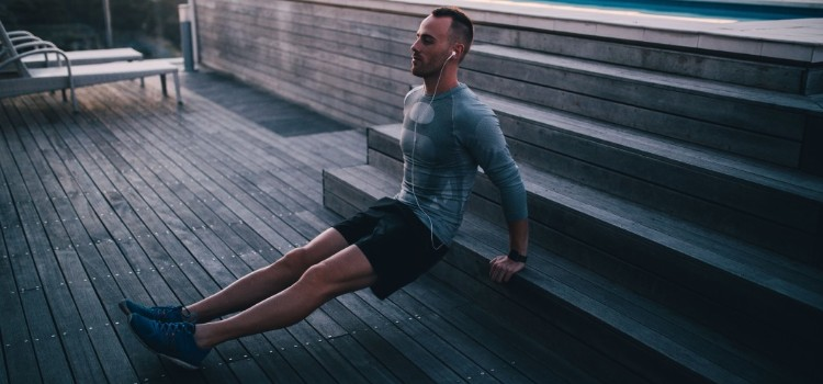 sport-music-evening-rooftop-man-fitness-workout-fit-earphones-tricep-dips_t20_oorVwR (1)