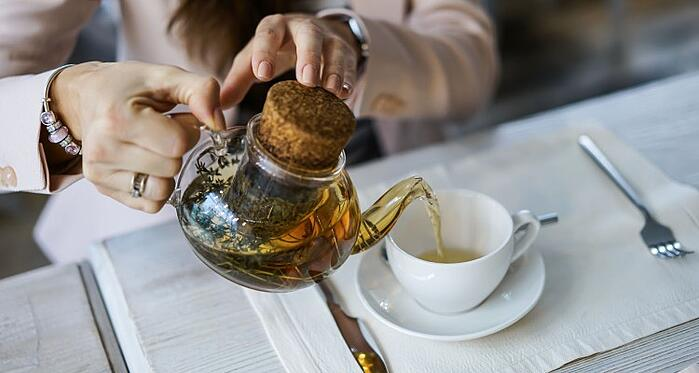 the-young-woman-is-poring-the-green-tea-in-the-cup-from-a-glass-tea-pot-nominated-on-the-sep-15_t20_zLkaVx (2)